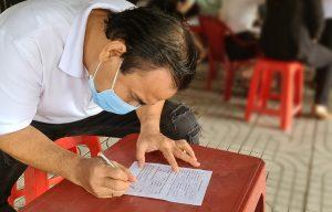 Quyền Linh khai báo y tế